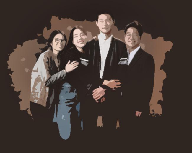 단순화 후보정 이미지 - 매년 가족사진을 찍는 가족